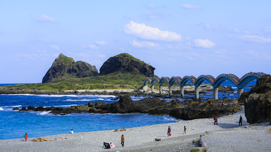 There are two main bike routes between Hualien and Taitung in East Taiwan, through the East Rift Valley or along the Pacific Coast. Both routes are very scenic and rewarding.